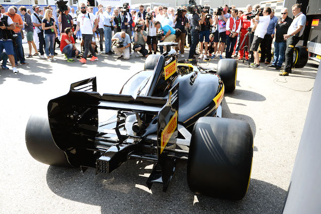 f1 renault explains pit stop training for 2017 tyres