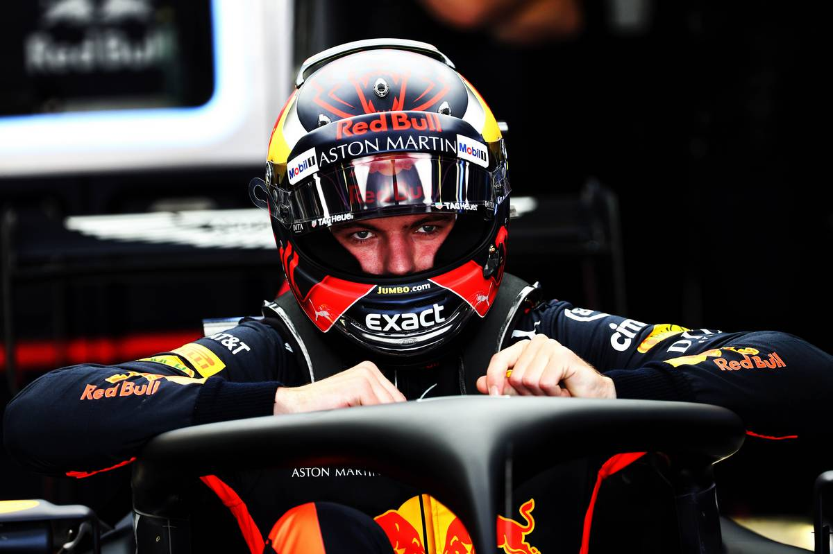 Daniel Ricciardo snags pole from teammate Max Verstappen at Mexican Grand Prix