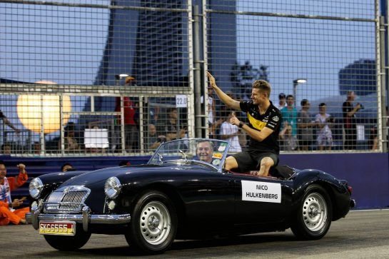 Nico Hulkenberg (GER) Renault Sport F1 Team on the drivers parade. 16.09.2018. Formula 1 World Championship, Rd 15, Singapore Grand Prix, Marina Bay Street Circuit, Singapore, Race Day. - www.xpbimages.com, EMail: requests@xpbimages.com - copy of publication required for printed pictures. Every used picture is fee-liable. © Copyright: Batchelor / XPB Images