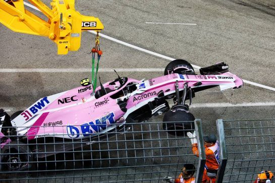 The Racing Point Force India F1 VJM11 of Esteban Ocon (FRA) Racing Point Force India F1 Team is craned from the circuit. 16.09.2018. Formula 1 World Championship, Rd 15, Singapore Grand Prix, Marina Bay Street Circuit, Singapore, Race Day. - www.xpbimages.com, EMail: requests@xpbimages.com - copy of publication required for printed pictures. Every used picture is fee-liable. © Copyright: Charniaux / XPB Images
