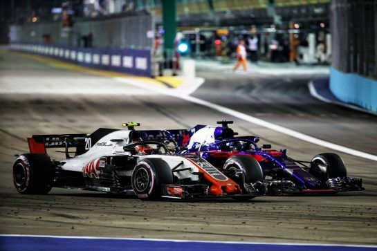 Kevin Magnussen (DEN) Haas VF-18 and Brendon Hartley (NZL) Scuderia Toro Rosso STR13 battle for position. 16.09.2018. Formula 1 World Championship, Rd 15, Singapore Grand Prix, Marina Bay Street Circuit, Singapore, Race Day. - www.xpbimages.com, EMail: requests@xpbimages.com - copy of publication required for printed pictures. Every used picture is fee-liable. © Copyright: Batchelor / XPB Images