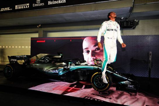 Race winner Lewis Hamilton (GBR) Mercedes AMG F1 celebrates in parc ferme. 16.09.2018. Formula 1 World Championship, Rd 15, Singapore Grand Prix, Marina Bay Street Circuit, Singapore, Race Day. - www.xpbimages.com, EMail: requests@xpbimages.com - copy of publication required for printed pictures. Every used picture is fee-liable. © Copyright: Moy / XPB Images