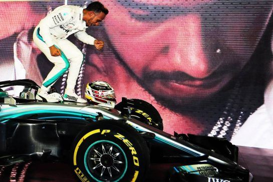 Race winner Lewis Hamilton (GBR) Mercedes AMG F1 W09 celebrates in parc ferme. 16.09.2018. Formula 1 World Championship, Rd 15, Singapore Grand Prix, Marina Bay Street Circuit, Singapore, Race Day. - www.xpbimages.com, EMail: requests@xpbimages.com - copy of publication required for printed pictures. Every used picture is fee-liable. © Copyright: Moy / XPB Images