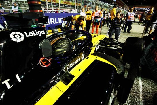 Nico Hulkenberg (GER) Renault Sport F1 Team RS18 on the grid. 16.09.2018. Formula 1 World Championship, Rd 15, Singapore Grand Prix, Marina Bay Street Circuit, Singapore, Race Day. - www.xpbimages.com, EMail: requests@xpbimages.com - copy of publication required for printed pictures. Every used picture is fee-liable. © Copyright: Charniaux / XPB Images