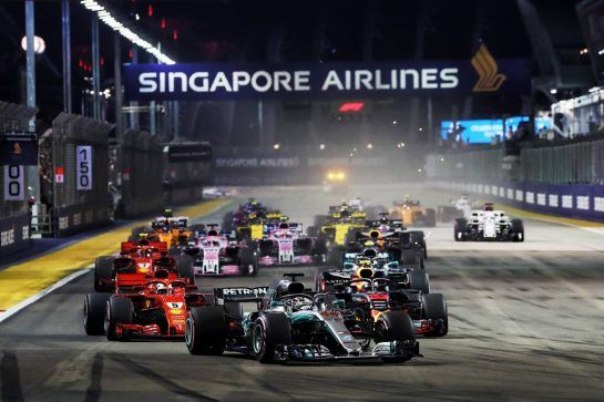 Lewis Hamilton (GBR) Mercedes AMG F1 W09 leads at the start of the race. 16.09.2018. Formula 1 World Championship, Rd 15, Singapore Grand Prix, Marina Bay Street Circuit, Singapore, Race Day. - www.xpbimages.com, EMail: requests@xpbimages.com - copy of publication required for printed pictures. Every used picture is fee-liable. © Copyright: Photo4 / XPB Images