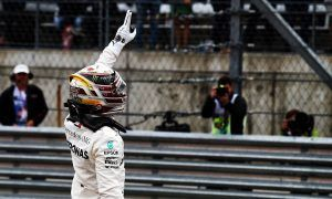 Hamilton hangs on to pip Vettel to pole position in Austin