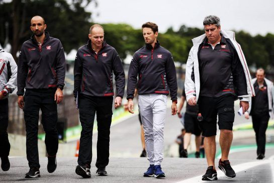 Romain Grosjean (FRA) Haas F1 Team walks the circuit with the team. 08.11.2018. Formula 1 World Championship, Rd 20, Brazilian Grand Prix, Sao Paulo, Brazil, Preparation Day. - www.xpbimages.com, EMail: requests@xpbimages.com - copy of publication required for printed pictures. Every used picture is fee-liable. © Copyright: Batchelor / XPB Images