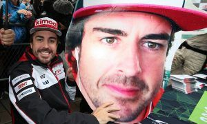Alonso shows how to get a head in motor racing