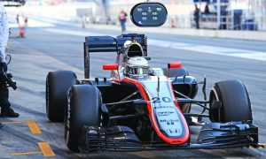 Oil leak curtails McLaren running