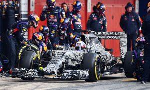 Ricciardo tops Friday morning session