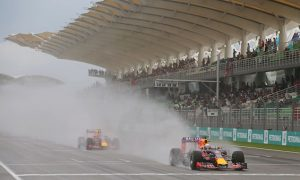 Ricciardo keen to close gap to front