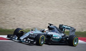 Hamilton edges out Rosberg for pole in China
