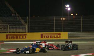 Vettel apologises for Perez collision