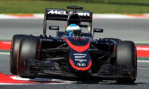 Alonso spins trying 'to have some fun'