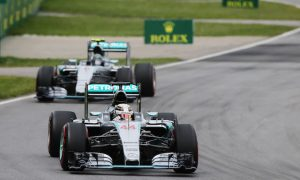 Hamilton holds off Rosberg in Canada