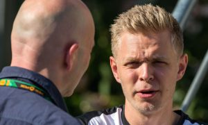 Magnussen in talks with Renault, Manor