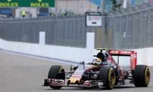 Big Sainz crash halts FP3 in Sochi