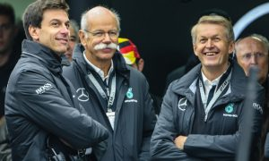 Mercedes considers changing team structure