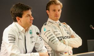 Rosberg made to wait on new Mercedes contract
