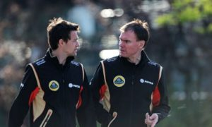 Renault wants aggressive approach from Palmer in 2016