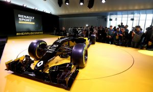 Renault: Pressure feels more natural with works team