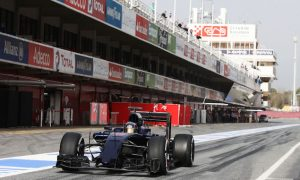 Gearbox concerns stop Toro Rosso early