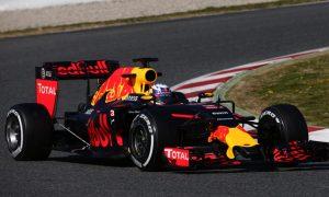 Ricciardo sees 'close' fight behind Mercedes, Ferrari