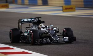 Hamilton pips Rosberg to Bahrain pole by 0.077s
