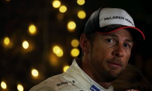 Button puzzled by lost balance, praises Vandoorne