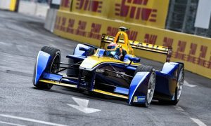 Victorious Buemi closes in on di Grassi for FE title