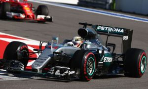Hamilton asks fans to trust Mercedes 'family'