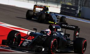Button content with top-10 finish but laments first lap mayhem
