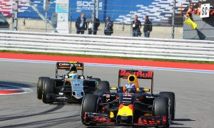 Ricciardo: First lap melee affected tyre strategy in Sochi