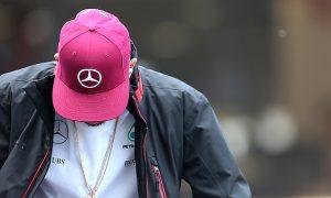 Hamilton apologises to Mercedes for crash with Rosberg