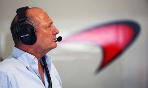 Dennis: McLaren in no rush to name 2017 line up