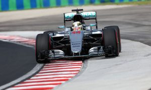 Hamilton causes red flag with FP2 crash