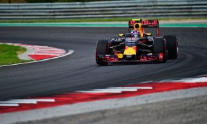 Verstappen takes fight to Rosberg in FP3
