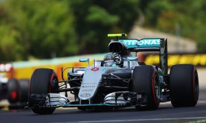 Rosberg snatches pole after dramatic qualifying