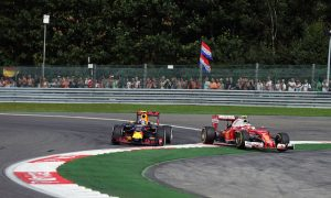 Brundle: Verstappen trying to psych other drivers out
