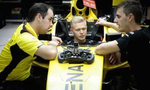 Magnussen in the dark over Renault delay