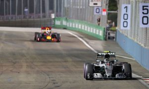Late Red Bull pit stop made Rosberg 'uncomfortable'
