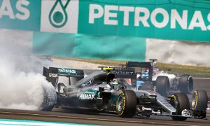 Vettel 'apologises' to Rosberg for Sepang contact