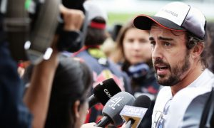 Alonso baffled by McLaren's lack of speed at Suzuka