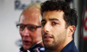 No pressure from younger drivers - Ricciardo