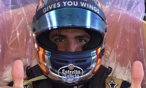Sainz completes 2017 F1 seat fitting