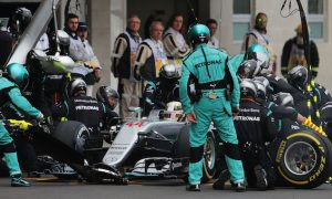VIDEO: Mercedes shows off pit stop practice form