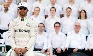 Hamilton wants to avoid 'poisonous effect' at Mercedes