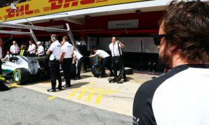 Mercedes still considering Alonso
