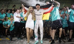 Rosberg unwilling to make same commitment to title fight