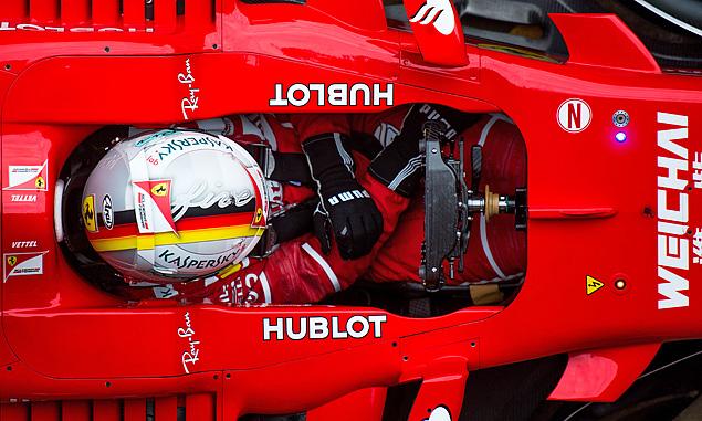 Vettel pushes Bottas at the top, before late Ferrari glitch
